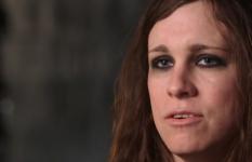 """Laura Jane Grace spricht in ihrer Webserie """"True Trans"""" auch über die Probleme mit ihrer Tochter. (Screenshot)"""