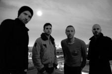 Der wohl meistgehörte Vater der Welt? Chris Martin (2.v.r.) mit seiner Band Coldplay (Foto: Phil Harvey / PR)