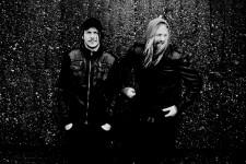 Friska Viljor, das die Musiker und Familienväter sind Joakim XX und Daniel Johansson (Foto: PR/Nina Stiller)
