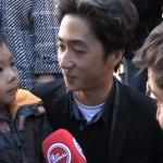Vater erklärt Sohn die Anschläge von Paris