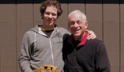David Sampliner, hier mit seinem Vater James, hat noch einen älteren Bruder und eine Schwester. In seinem Film kommen sie alle zu Wort. (Screenshot / Netflix)