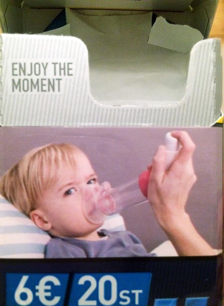 """""""Enjoy the moment, Kleiner! Besser Luft dank Asthmaspray und Atemmaske zu kriegen, als gar keine mehr!"""""""